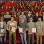 """Im Crailsheimer """"Cinecity"""" bekamen die Gewinner des Schüler-Börsenspiels der Sparkassen ihre Geldpreis-Prämien überreicht – und schauten sich anschließend gemeinsam den neuen Star-Wars-Film an. Foto: Mathias Bartels"""